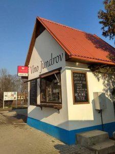 Prodejna vína v Jundrově - boční pohled